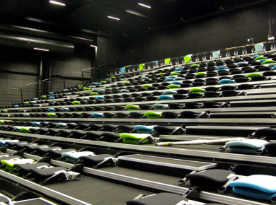 Decra seats on telescopic